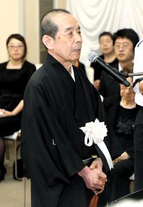 弔辞を述べる林家木久扇(落語芸術協会提供)