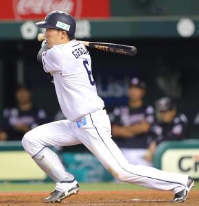 5回2死一、三塁、この日、4安打目となる右前適時打を放った源田