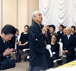 悲しみをこらえ、歌丸さんを悼んだ中村吉右衛門(落語芸術協会提供)