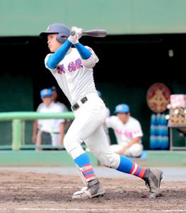 3回無死一塁、左前打を放つ花咲徳栄の野村