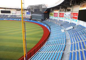 来季、改修が検討されているZOZOマリンスタジアムの外野席(カメラ・泉 貫太)