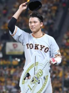 16日の試合で1500試合出場を達成した坂本勇