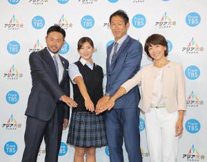 会見に出席した(左から)北島康介氏、池江璃花子、右代啓祐、高橋尚子氏