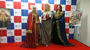 歌劇「ジャンヌダルク〜ジュテームを君に〜」の製作発表会見に出席した(左から)河合美智子、桜花昇ぼる、椿比呂花