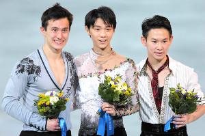 ソチ五輪で銅メダルを獲得したデニス・テンさん(右)と金メダルの羽生結弦(中)、銀メダルのパトリック・チャンさん(左)