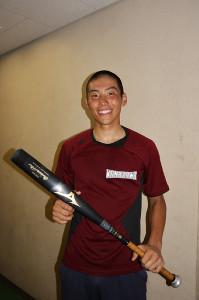 EXILE・HIROが寄贈したバットを手に笑顔の金沢・高柳慧