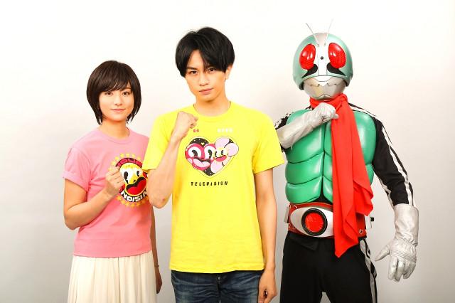 石ノ森章太郎さんの半生を描いたドラマに出演する(左から)木村文乃、中島健人、仮面ライダー(C)石森プロ・東映