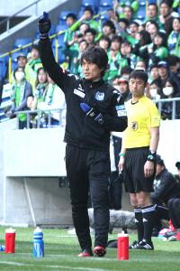 昨年3月のJ3開幕戦でG大阪U―23の指揮を執る宮本監督