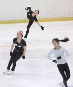 練習を公開した(左から)樋口、本田、宮原ら女子シニア選手