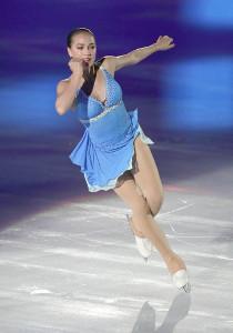 アイスショーで華麗な演技を披露するアリーナ・ザギトワ(カメラ・馬場 秀則)