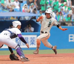 4回、犠飛で生還した二松学舎大付の野村昇大郎