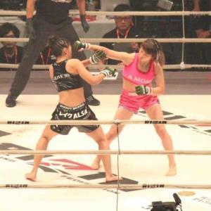 RENA(左)を判定で破った浅倉カンナ