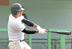 試合形式の打撃練習で2本塁打を含む3安打5打点と気を吐いた北照・岡崎