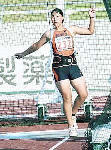 女子円盤投げを連覇した鶴岡工・斎藤
