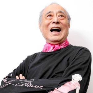 14年、報知映画賞助演男優賞を受賞し、スポーツ報知の取材を受けて豪快な笑顔を見せる津川雅彦さん