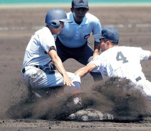 1回無死一塁から二盗に成功した仙台育英・熊谷