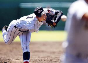 先発した浦和学院・渡辺は、190センチの長身をいかして6回3安打無失点と好投(カメラ・泉 貫太)