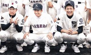 06年に田中(右)、早実・斎藤(中)と記念撮影する駒大苫小牧・本間