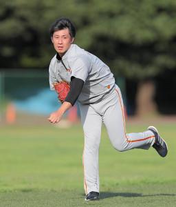 キャッチボールで調整する吉川光(カメラ・中島 傑)