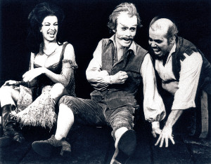 1970年ブロードウェー主演時(中央)