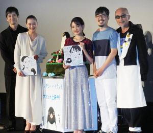 映画「ペンギン・ハイウェイ」初日挨拶に出席した(左から)西島秀俊、蒼井優、北香那、石田祐康監督、竹中直人