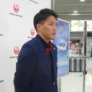 アジア大会への出発前に取材に応じる山県亮太