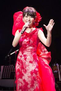 都内でデビュー15周年コンサートを行った森山愛子。事務所の先輩・坂本冬美からもらった衣装で熱唱
