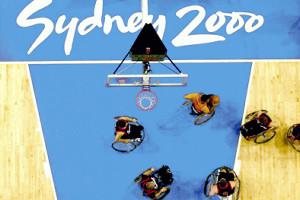 車いすバスケット・00年シドニーパラリンピックでの日本対オーストラリアのゴール下での戦い