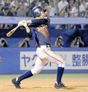 5回無死、中越えに三塁打を放つ根尾(カメラ・泉 貫太)