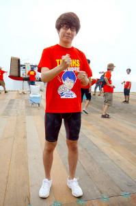 「鳥人間コンテスト」に参加した三四郎・小宮浩信。フライト前には静かに闘志を燃やしていた