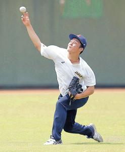キャッチボールで調整する吉田