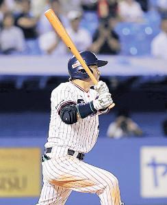 6回1死二塁、雄平が右中間へ逆転の2ラン本塁打を放つ