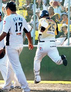 9回無死一塁の最終打席、一ゴロに倒れた村田は併殺阻止に全力で走った