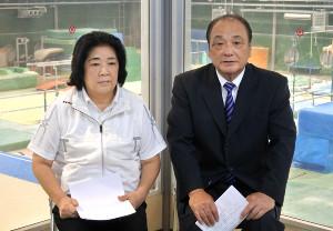 朝日生命体操クラブで取材に応じた塚原千恵子氏(左)と塚原光男氏