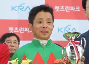 コリアカップでロンドンタウンに騎乗し連覇を達成した岩田康誠騎手
