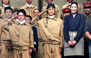 (左から)おばたのお兄さん、ワッキー、大林素子