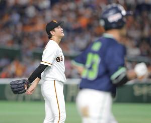 9回無死一塁、青木に左越え2ラン本塁打を打たれた中川(カメラ・清水 武)