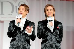 新CM発表会に出席したKinKi Kidsの堂本剛(左)と堂本光一
