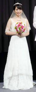 16年の映画イベントでウェディングドレス姿を披露した志田未来