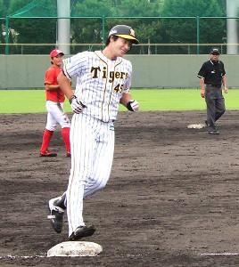 2軍の練習試合で左越えサヨナラ本塁打を放った阪神・藤谷