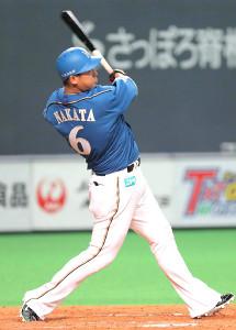 9回無死満塁、中犠飛を放った中田は今季100打点目を挙げた