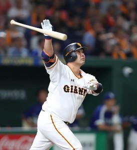 7回2死満塁、阿部が満塁本塁打(カメラ・矢口 亨)