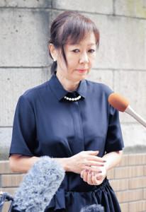樹木さん自宅前で取材に応じた浅田美代子