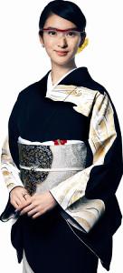 ルーペをかけたクラブのママ役で仕事復帰する武井咲