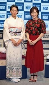 和装の浅田真央さん(左)と洋装の石川佳純