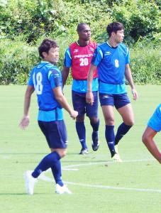 C大阪戦に向けて調整する湘南の選手