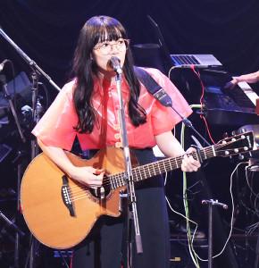 ライブイベント「Zoff Rock2018」に出演した、あいみょん