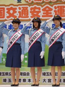 さいたま市で1日部長に就任した「けやき坂46」の(左から)丹生明里、渡邉美穂、金村美玖