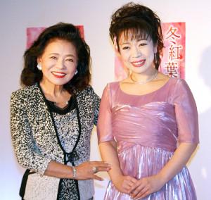 都内で改名第1弾シングル「冬紅葉」の発売イベントを行った中村仁美(右)、所属事務所社長の松前ひろ子