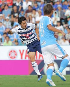 前半、先制ゴールを決めた横浜M・遠藤